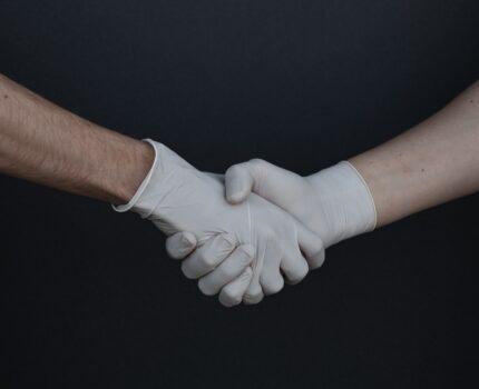 Przekazane pracownikowi maseczki, przyłbice i rękawiczki przychodem pracownika?